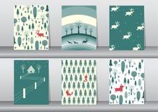 Uppsättning av gullig bakgrund för glad jul med det gulliga djur- och julträdet, älskvärd tecknad filmbakgrund med feriesymboler, Arkivfoto