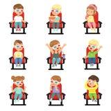 Uppsättning av gulliga små ungar i 3D-glasses Royaltyfri Bild
