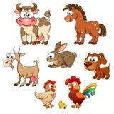 Uppsättning av gulliga tecknad filmlantgårddjur Häst, ko, get, kanin, hund, höna, hane och fågelunge Royaltyfri Foto