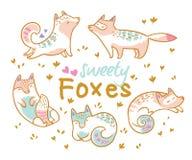 Uppsättning av gulliga tecknad filmrävar, katter Ideal för lapp, ben, brosch och klistermärkear också vektor för coreldrawillustr royaltyfri illustrationer