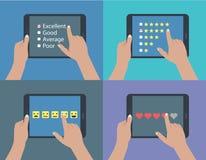 Uppsättning av händer som rymmer den digitala minnestavlan vektor illustrationer