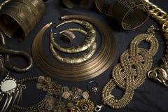 Uppsättning av härliga orientaliska guld- smycken (indiern, araben, afrikan, E Fotografering för Bildbyråer