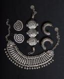 Uppsättning av härliga orientaliska silversmycken (indiern, araben, afrikanen, Arkivbild