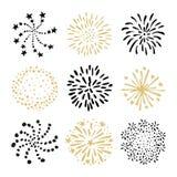 Uppsättning av hand drog fyrverkerier och sunbursts Isolerade svarta och guld- vektorobjekt, symboler på vit bakgrund vektor illustrationer