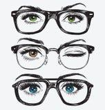 Uppsättning av hand drog kvinnors ögon med hipsterexponeringsglas Arkivbilder