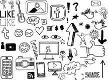 Uppsättning av hand drog sociala Massmedia-släkta klotter Arkivbilder