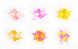 Uppsättning av handgjorda blommor som göras från band Arkivfoto