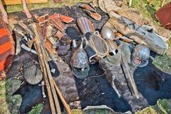 Uppsättning av historiska slavicvapen och harneskar Arkivfoto
