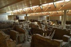 Uppsättning av hus utmärkt som bevaras i den arkeologiska platsen av Acrotiri Arkeologi historia, lopp arkivfoton