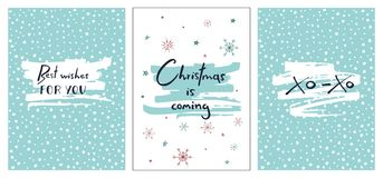 Uppsättning av idérika julkort med hand dragen bokstäver Julen är kommande Gratulationer för dig Xo-xo Royaltyfria Foton