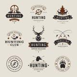 Uppsättning av jakt- och fiskeetiketter, emblem, logoer royaltyfri illustrationer