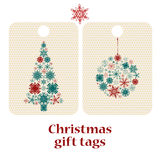 Uppsättning av jul och nya år gåvaetiketter med snöflingor Arkivfoton