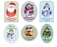 Uppsättning av juletiketter med jultomten, snöjungfru, julgran, s Arkivfoton