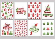 Uppsättning av julhälsningkort Xmas-vykort med sömlösa modeller och typografi planlägger Röda och gröna feriemallar stock illustrationer
