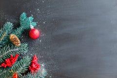 Uppsättning av julsaker arkivbilder