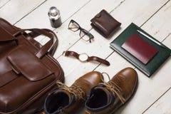 Uppsättning av kläder och tillbehör för man` s Hipsterbegrepp Arkivfoto