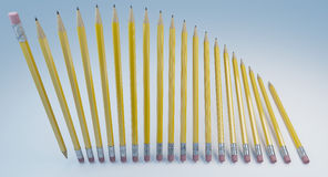 Uppsättning av klassikergulingblyertspennor med gummi Fotografering för Bildbyråer