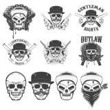 Uppsättning av klistermärkearna med det gangsterskallar och vapnet Designelem Arkivbild
