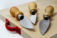 Uppsättning av knivar för italiensk typisk parmiggianoreggianoost Royaltyfri Bild