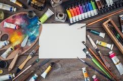 Uppsättning av konstnärtillbehör Kanfas rör av olje- målarfärg, konstbrushe Fotografering för Bildbyråer