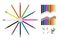 Uppsättning av kulöra blyertspennor och teckningshjälpmedel Royaltyfria Bilder
