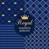 Uppsättning av kungliga sömlösa vektormodeller med kronor Royaltyfri Bild