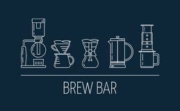 Uppsättning av linjen vita symboler av kaffe som bryggar metoder Plan design Brygdstång Häverten häller över, chemex, fransk pres royaltyfri illustrationer