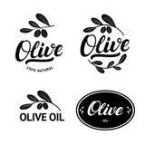 Uppsättning av logoen, etiketten, emblemet eller emblemet för bokstäver för olivoljahand den skriftliga stock illustrationer