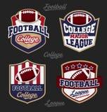 Uppsättning av logoen för emblem för fotbollhögskolaliga Royaltyfria Foton