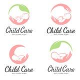Uppsättning av logoer av barnavård, moderskap och barnafödande royaltyfri fotografi