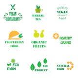 Uppsättning av logoer för organisk och naturlig mat arkivbild