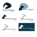 Uppsättning av logoer för veterinärklinik med hunden Royaltyfri Foto