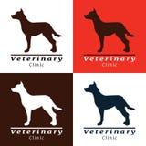 Uppsättning av logoer för veterinärklinik med hunden arkivfoto