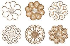 Uppsättning av logoer med stiliserade prydnader av blommor i orientalisk stil Royaltyfri Fotografi