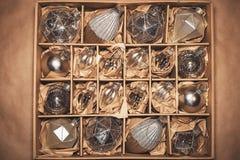 Uppsättning av 20 lyxiga silverexponeringsglasstruntsaker Royaltyfria Foton