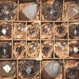 Uppsättning av 20 lyxiga silverexponeringsglasstruntsaker Royaltyfri Foto