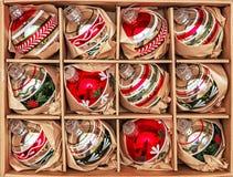 Uppsättning av 12 lyxiga Winterberryexponeringsglasstruntsaker Royaltyfri Fotografi