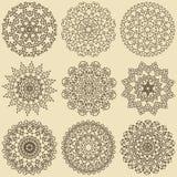 Uppsättning av mandalas Dekorativa rundaprydnader Royaltyfri Illustrationer