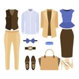 Uppsättning av moderiktig kläder Dräkt av mannen och kvinnakläder och tillbehör Royaltyfria Foton