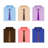 Uppsättning av moderiktiga färgrika mäns skjortor med band Royaltyfria Bilder