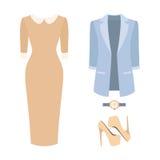 Uppsättning av moderiktiga kvinnors kläder Dräkt av den kvinnaomslaget, klänningen och tillbehör Royaltyfri Fotografi