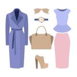 Uppsättning av moderiktiga kvinnors kläder Dräkt av kvinnalaget, kjol, fart Royaltyfri Foto