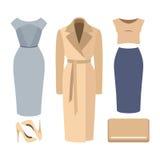 Uppsättning av moderiktiga kvinnors kläder Dräkten av kvinnalaget, klänning, skidar Fotografering för Bildbyråer