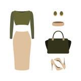 Uppsättning av moderiktiga kvinnors kläder med överkanten, kjolen och tillbehör Arkivfoto