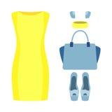 Uppsättning av moderiktiga kvinnors kläder med den gula klänningen och tillbehör Arkivbilder