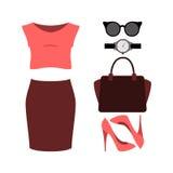 Uppsättning av moderiktiga kvinnors kläder med den röda kjolen, överkanten och accessorie Royaltyfria Bilder