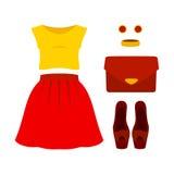 Uppsättning av moderiktiga kvinnors kläder med den röda kjolen, gulingöverkanten och acc Arkivbild
