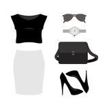 Uppsättning av moderiktiga kvinnors kläder med kjolen, överkanten, pumpen och accessoren Fotografering för Bildbyråer