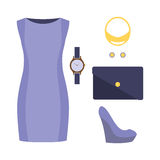 Uppsättning av moderiktiga kvinnors kläder med klänningen Arkivfoton