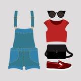 Uppsättning av moderiktiga kvinnors kläder med overaller, överkanten, toffeln och a Arkivbilder